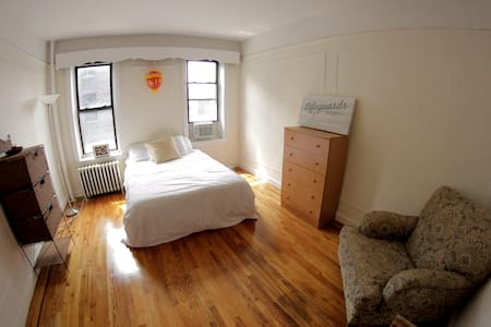 Spacious & Sunny Room for Two - Queens - Apartment