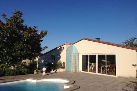 Halte paisible dans une dépendance avec piscine - House
