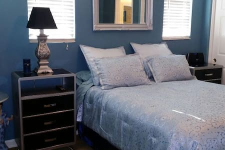 The Blue Room in Ladera Ranch - Ladera Ranch - Bed & Breakfast