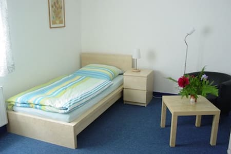 ROOM close to FRANKFURT & WIESBADEN - Hattersheim am Main