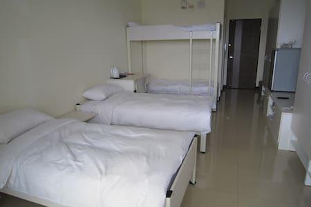屏東安心學苑--飯店式套房 - Pingtung City - Apartment