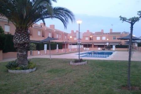 Encantador chalet, 2 dorm, piscina, cerca playa - Mar de Cristal