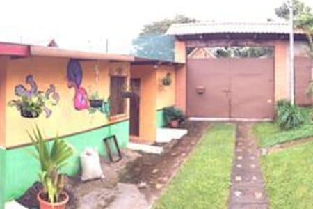 Alquilo Casa de Campo El Salvador - Ház