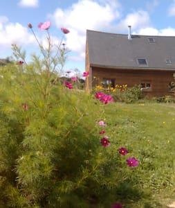 Maison en bois campagne/rivière/mer - Hus