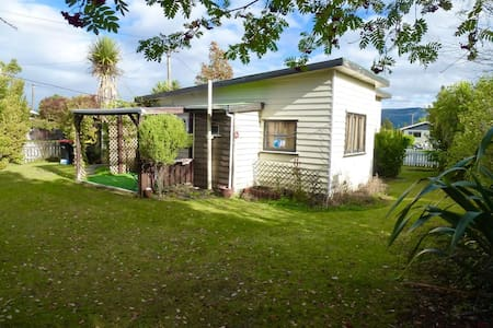 Kiwi cottage 5 min walk from central Te Anau - Te Anau