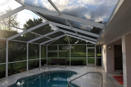3-bedroom villa with pool - Villa