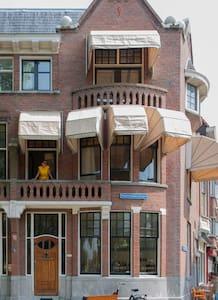 downtown 3 floor house + terrace