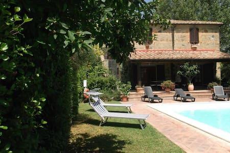 Das kleine Haus der Oliven - radicofani - Villa