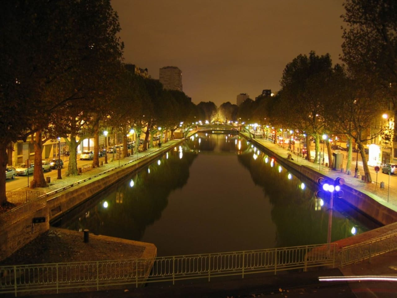 Canal saint martin - designed flat