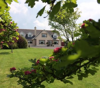 Large cosy dbl, quiet country hse,own sitting room - Dom