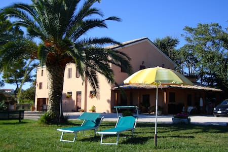 B&B in collina a tre km dal mare - Bed & Breakfast