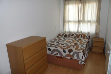 Habitación en piso compartido - Alcobendas - Bed & Breakfast
