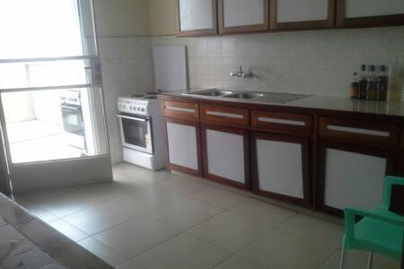 Chambre au centre ville - Kinshasa - Apartment