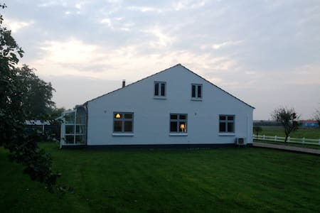 Idyllisk hus tæt på Ribe Domkirke - Ribe - Casa