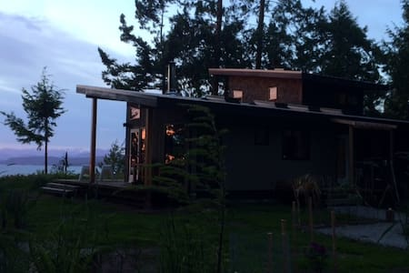 Modern Cottage on Savary Island - Lund - Stuga