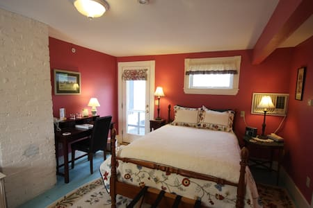 Rm.#3 Maple Hill Farm Inn - Augusta - Bed & Breakfast