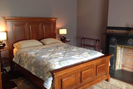 Private room with en-suite bath