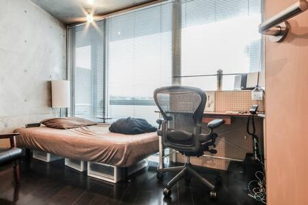 Thirty seconds from the train station!? Designer apartment houses right near the popular Yutenji station.  High class apartment houses in a good location in front of Yutenji station.  Fully equipped with Wi-Fi! Washing machine also included.