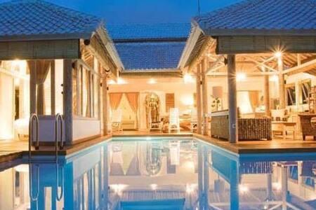 NEW villa 2014, 3bdr Seminyak