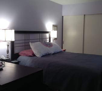 Warm and Welcoming Private Bed/Bath - Shorewood - Condominio