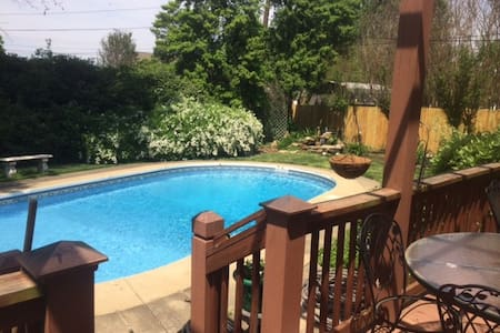 Gracious Home with Pool - Owensboro - 独立屋