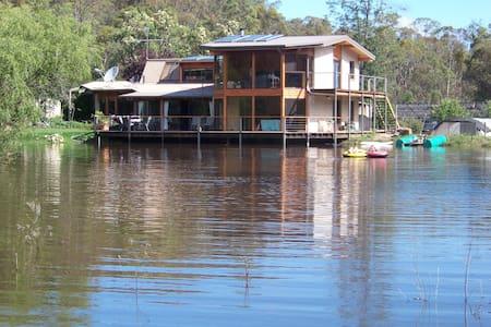 Lakeside Lodge Armidale - Invergowrie - Bed & Breakfast