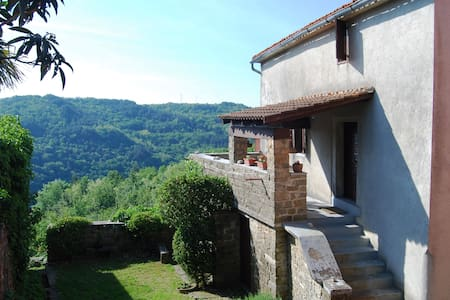 Medieval hilltop town; amazing view - Villa