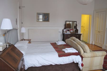 Emmaus House Room 3 - Edimburgo - Bed & Breakfast