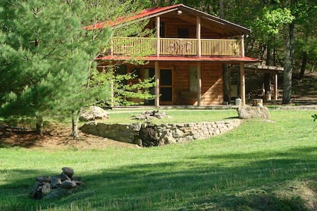 Rock-n-Creek Cabin...mile post 27 BR Parkway - Montebello - Cabin