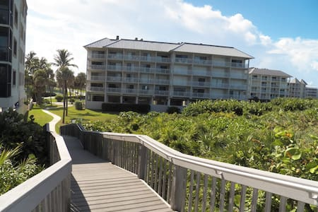 Beach front condo 1 bed 1 bath  - Stuart - Flat