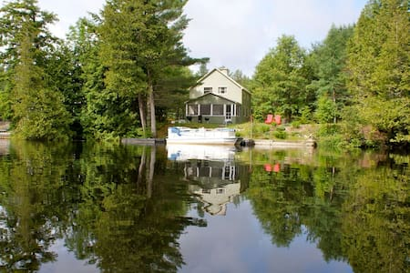 Waterfront Adirondack Home with Dock - Kabin