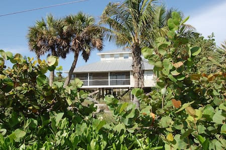Palm Island Waterfront 4bd/2ba Home - Rumah