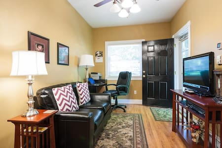 Clean 1 BR With Parking Near U.F. - Gainesville - Lakás