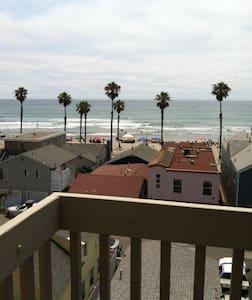 Condo..2 bdr 2 ba beach/ocean view