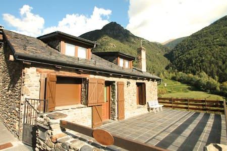 Andorran rustic house in Llorts - Casa
