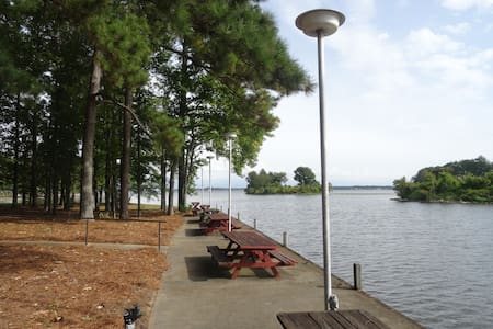 Lake House Retreat - Ski/Fish/Relax - Brandon - Casa