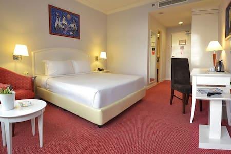 One Unit Hotel Room @ Soleil Bukit Bintng - Kuala Lumpur - Bed & Breakfast
