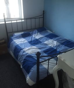Double room, free wifi - Penallta - Apartment