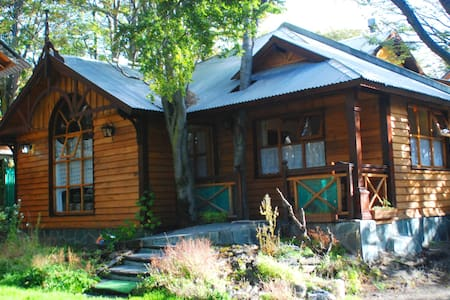 Cabaña frente a la laguna - Ushuaia - Blockhütte