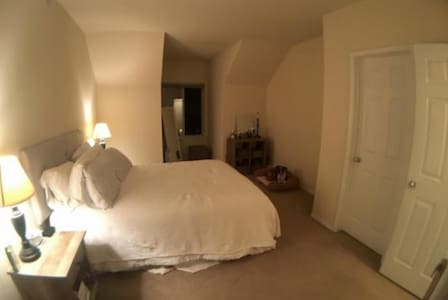 A bed close to Denver and the mountains - Lakewood - Apartment