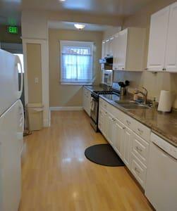 Midtown family-friendly apartment - Coeur d'Alene - Ház