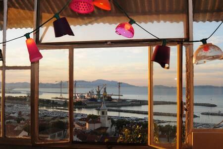 L'Estaque, un nid perché avec terrasses 180° mer. - Maison