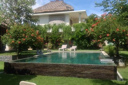 VILLA EDEN 150m from the beach - North Kuta