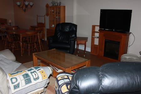large one bedroom suite - Invermere - Appartement