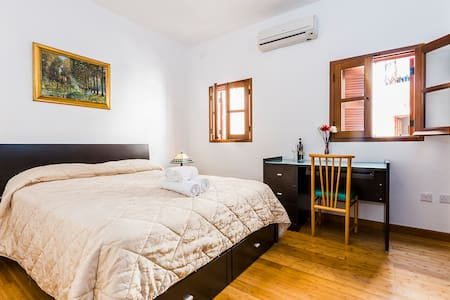Sweet double room in Spinola Bay, St. Julians - Apartamento