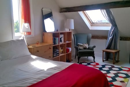 Large cosy loft, views. Southville. - Bed & Breakfast