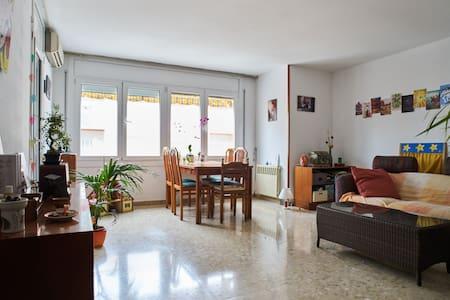 Hab. Exterior cama individual - Igualada - Bed & Breakfast