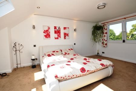 A lovely ensuite room Heathrow - Staines-upon-Thames - Bed & Breakfast