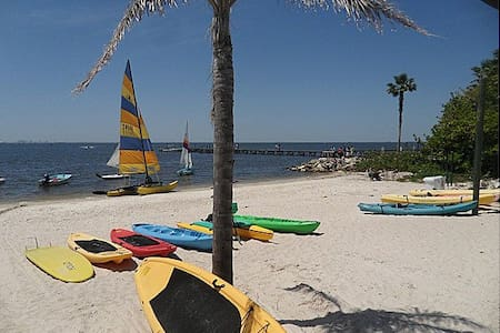Beach Resort LittleHarbor-Tampa, FL - Apartemen