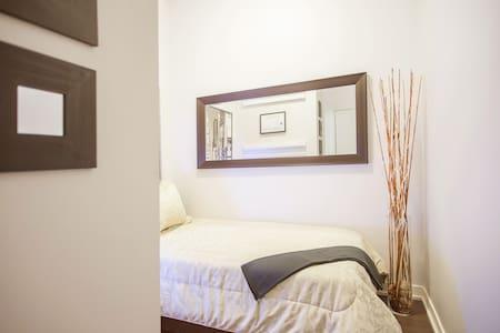 20%OFF-Single Bed Downtown Toronto - Toronto - Apartment